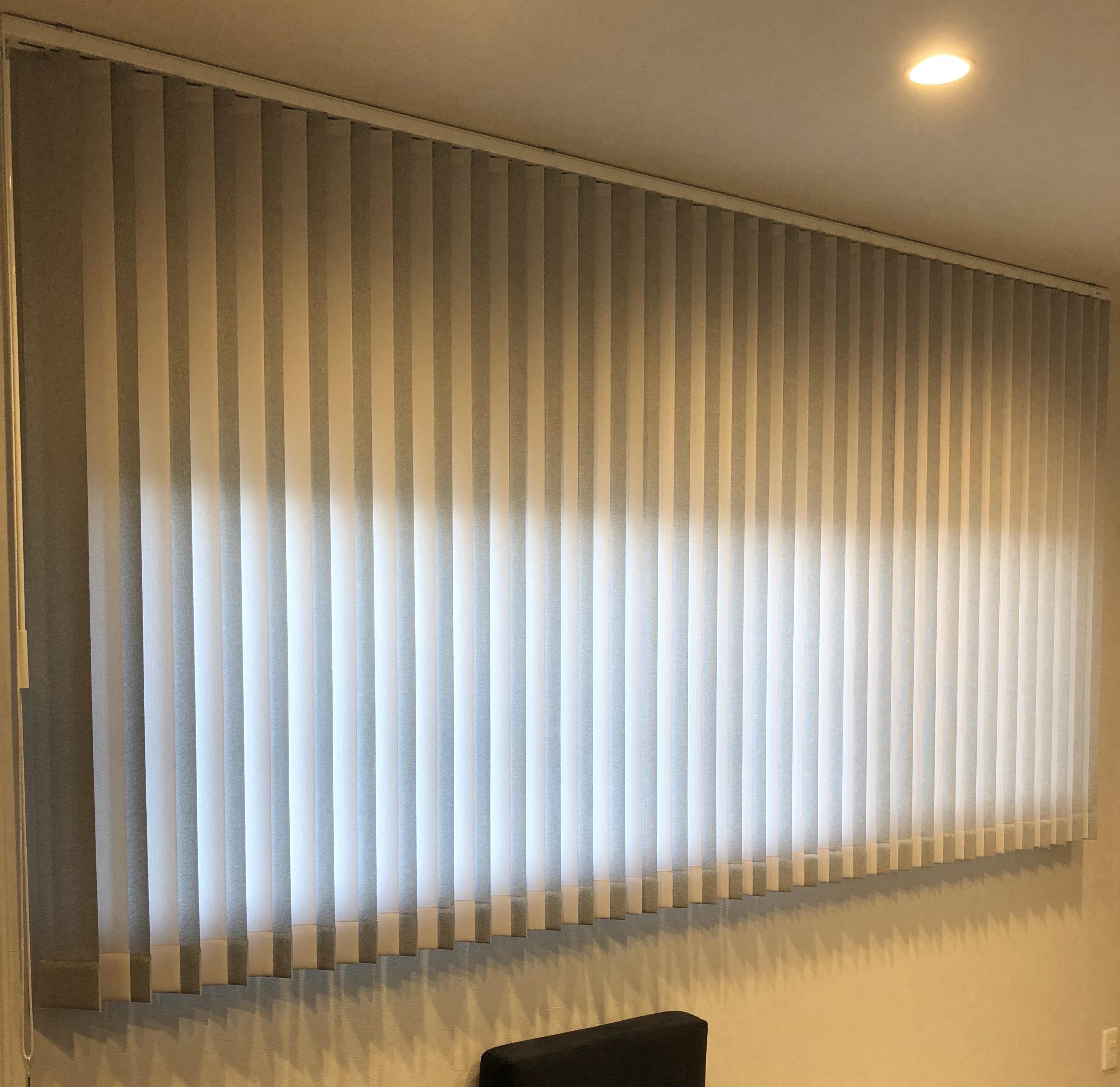 セキスイハイムのホライゾンウインドウ窓のカーテン・縦型ブラインド
