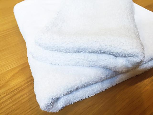 バスタオルを床に置く