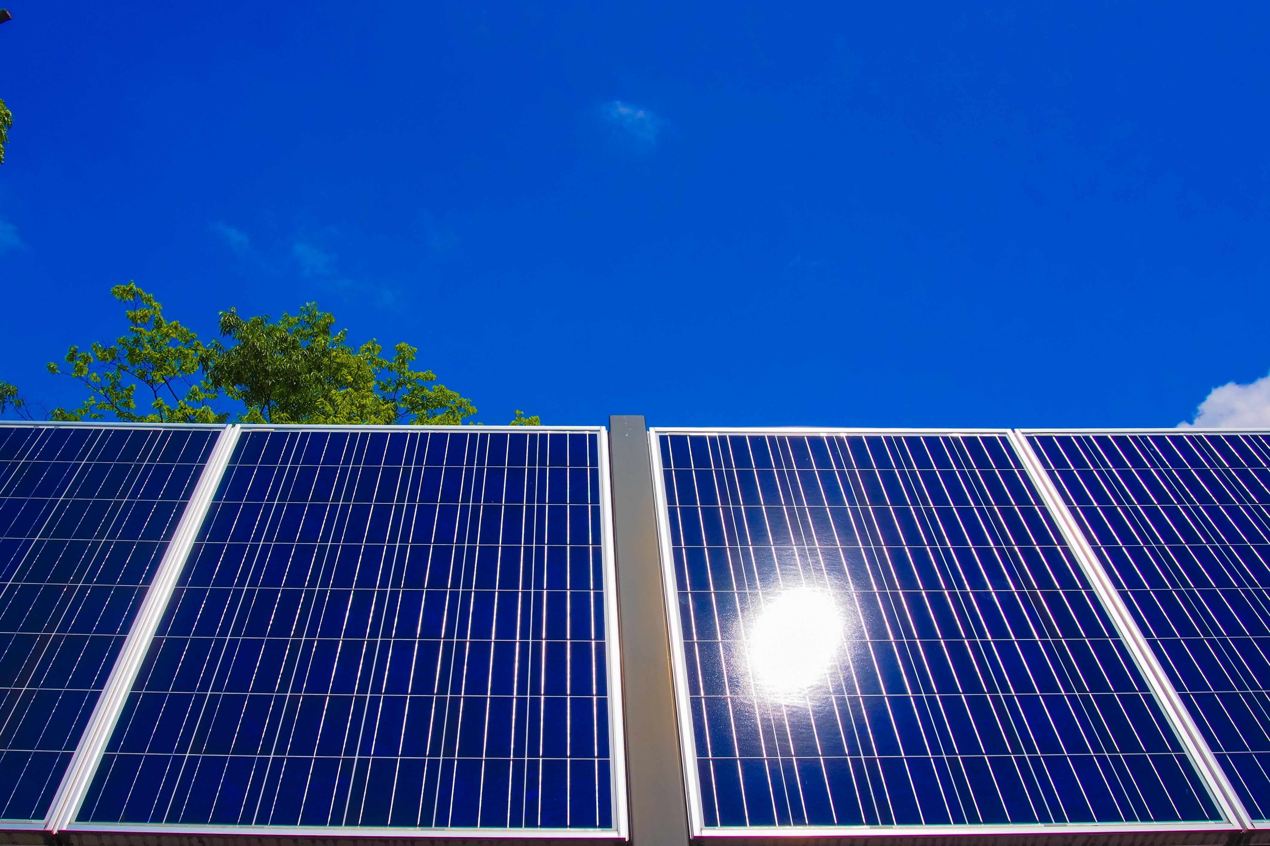 梅雨・夏の電気代比較~太陽光発電システムを採用した場合