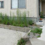 戸建ての庭は草取りの日々(人工芝・タイル敷き・コンクリート対策)