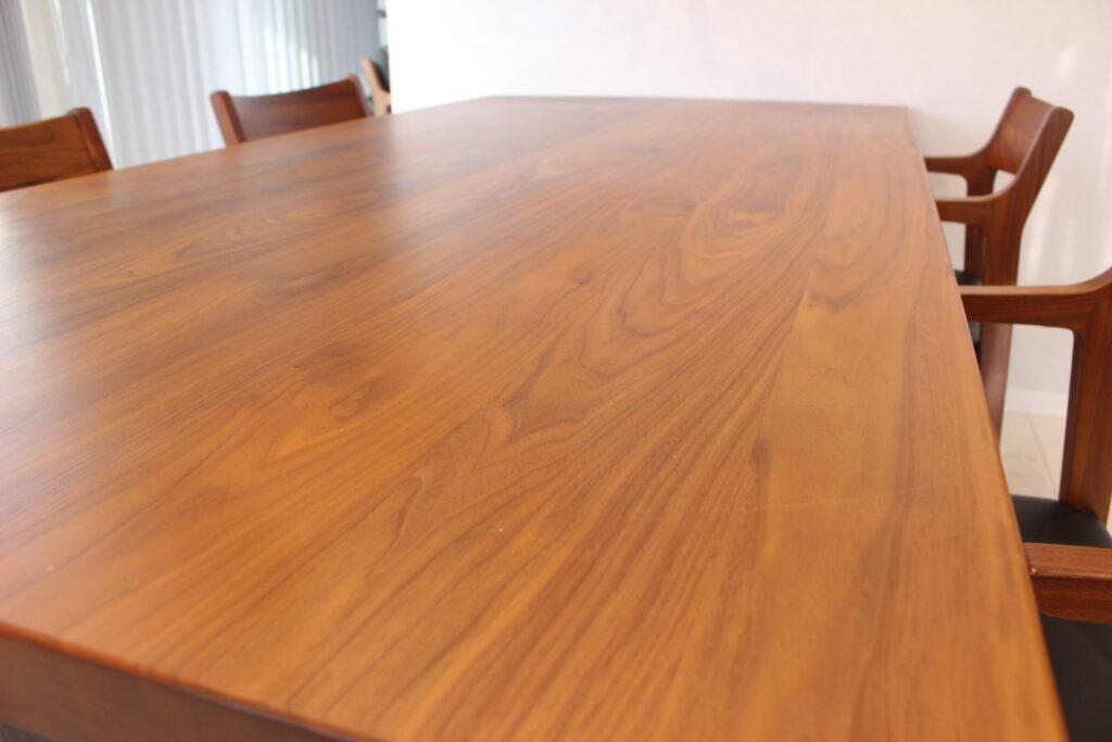 新築ダイニングテーブルの選ぶポイント、カリモク6人掛け